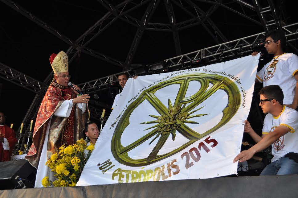 Dia de louvor reúne 10 mil pessoas em Petrópolis