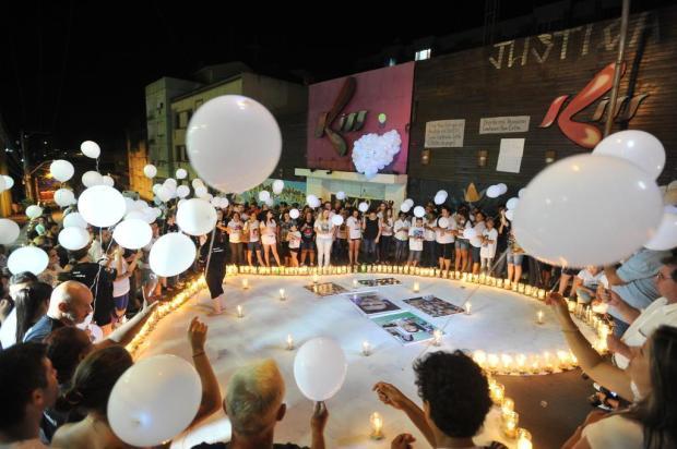 Homenagem às vítimas da boate Kiss conta com vigília e orações