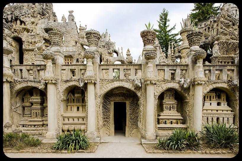 """""""Pedras no caminho? Guardo todas, um dia vou construir um castelo…"""""""