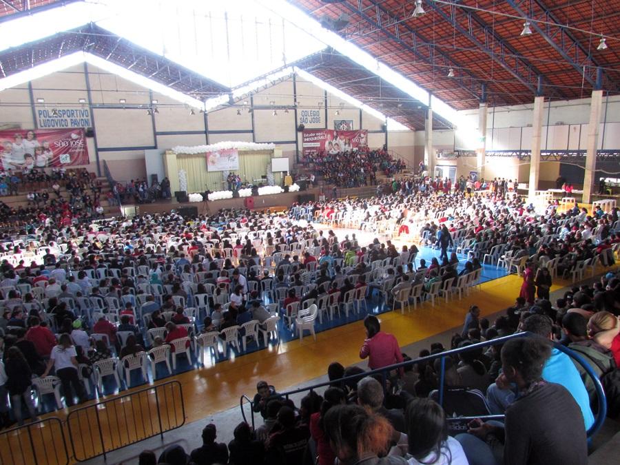 Setor Diocesano reúne jovens em Pouso Alegre (MG) para o 1º Crisma Fest