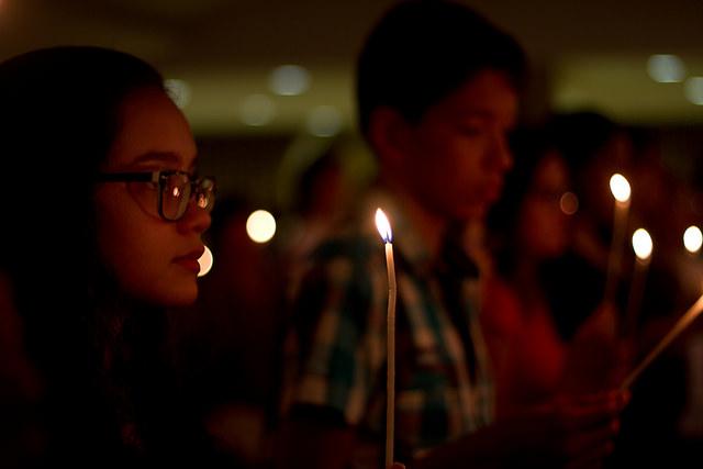 Roteiro de oração propõe celebração da Vigília de Pentecostes para jovens