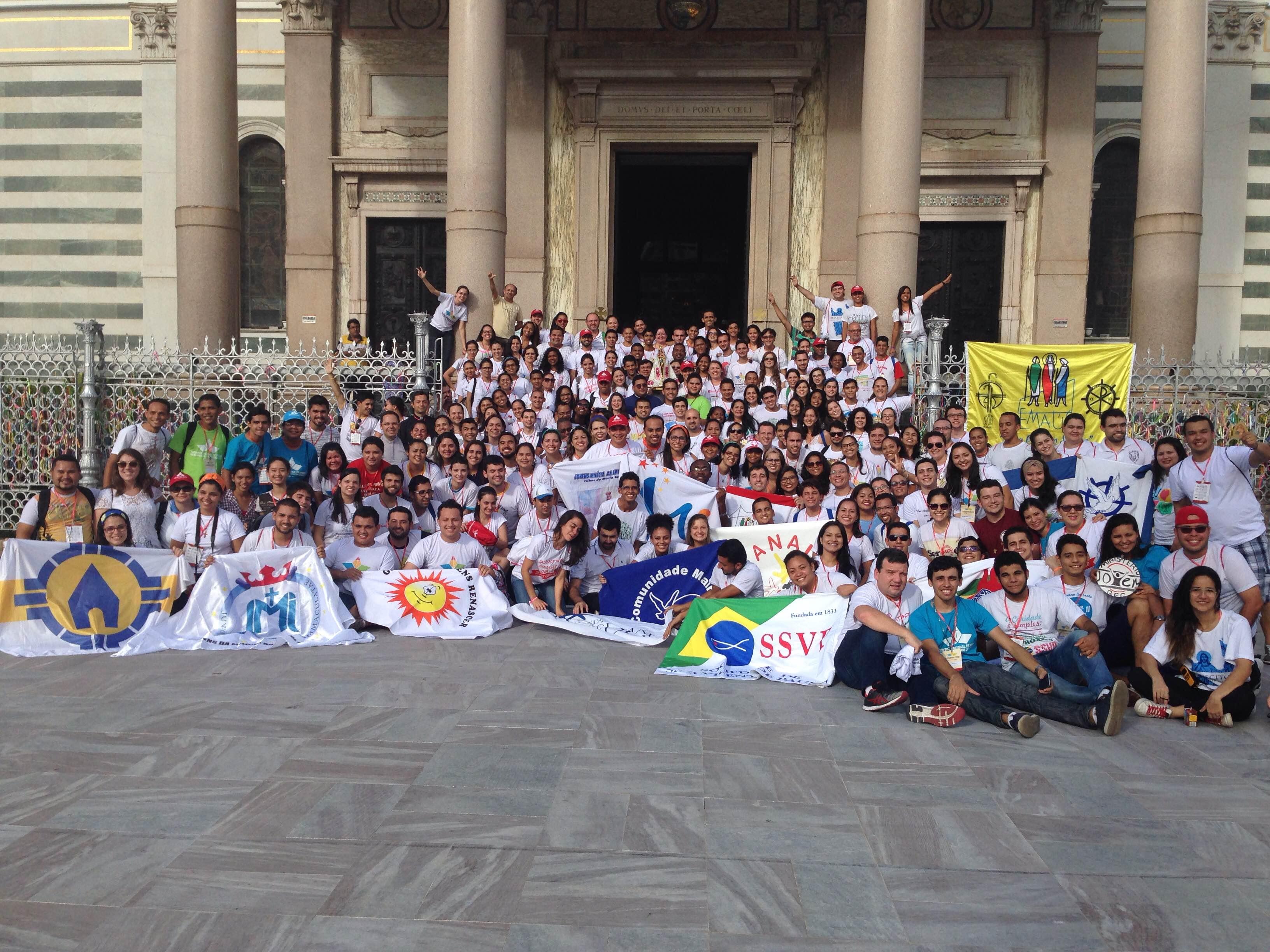 Em clima de unidade e missão, jovens se despedem do #ENJMC