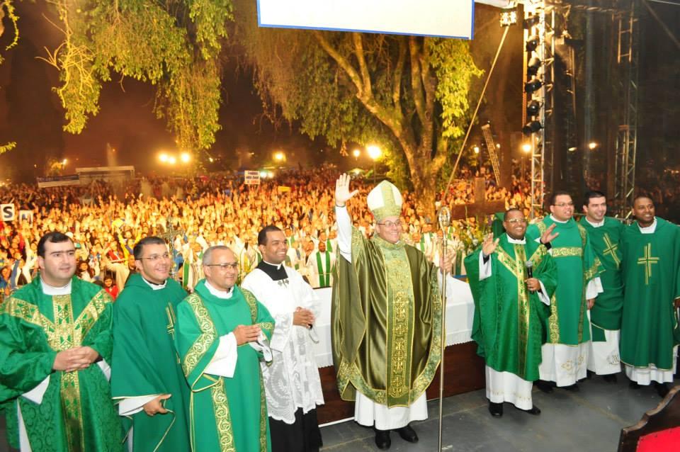 Adorai reúne 10 mil pessoas em Petrópolis (RJ)
