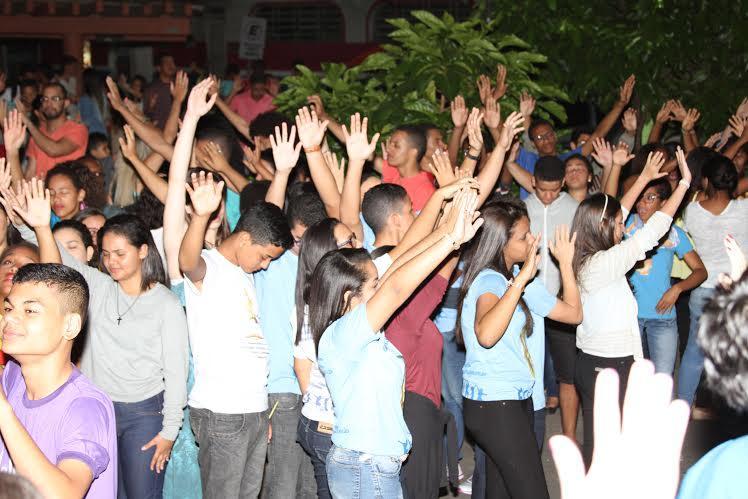 Vigília reúne centenas de jovens em Itabuna