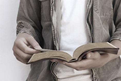 Sagrada Escritura: diálogo permanente entre Deus e o homem