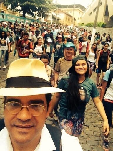 Missionários sacramentinos promovem Caminhada da Juventude em Caratinga (MG)
