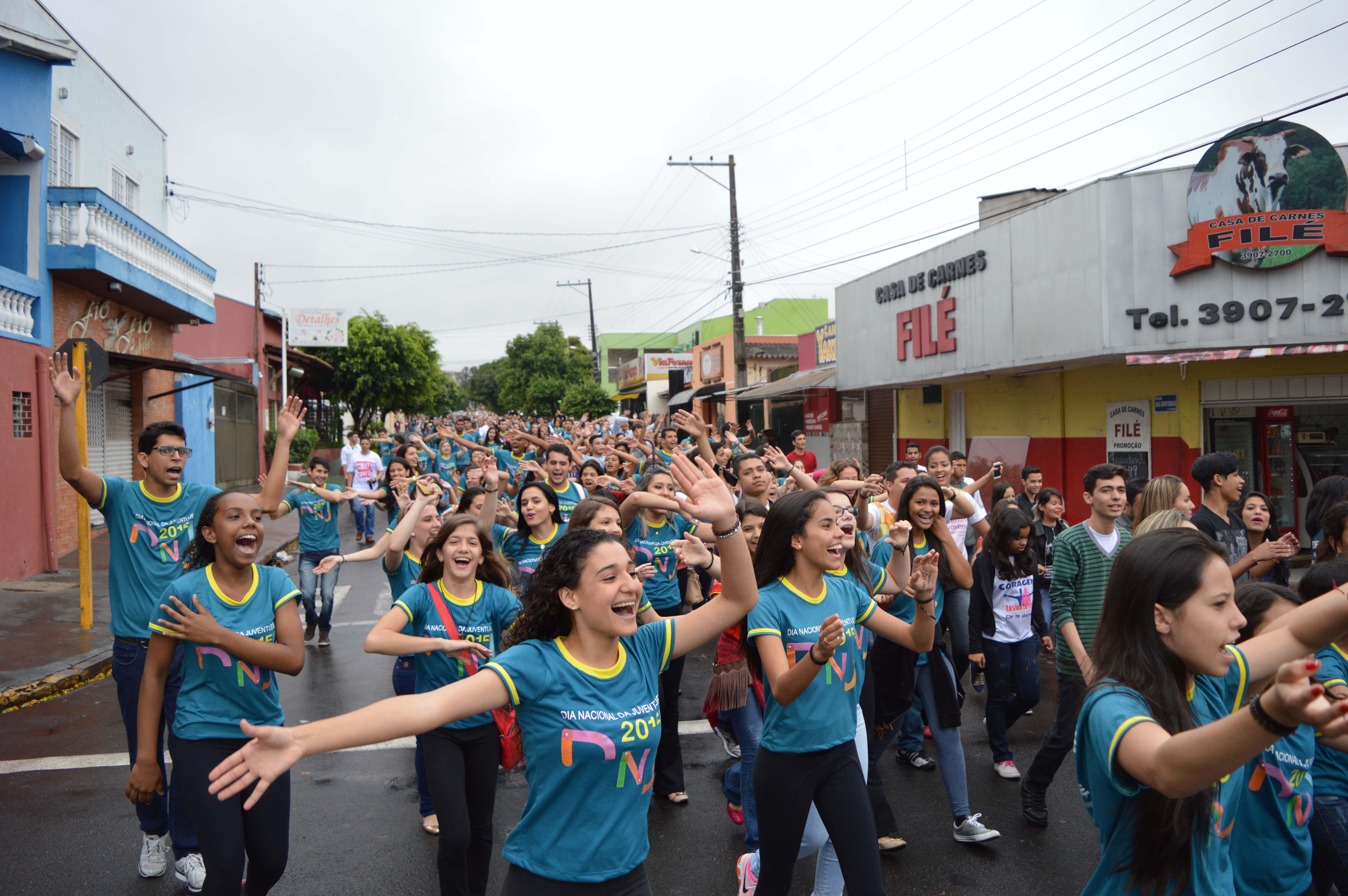 Jovens de Presidente Prudente (SP) agitam as ruas da cidade com o DNJ 2015