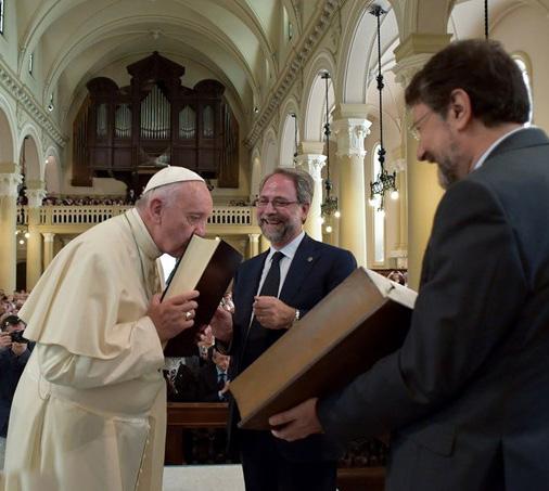Papa confidencia aos jovens a sua maneira de ler a Bíblia