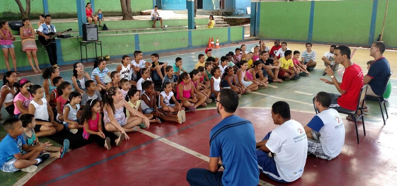 Jovens participam de Semana Missionária Vocacional promovida por salesianos