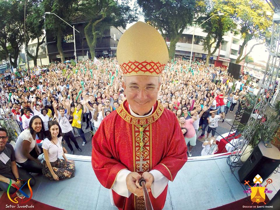 Jovens de Santo André celebram Domingo de Ramos com novo bispo diocesano