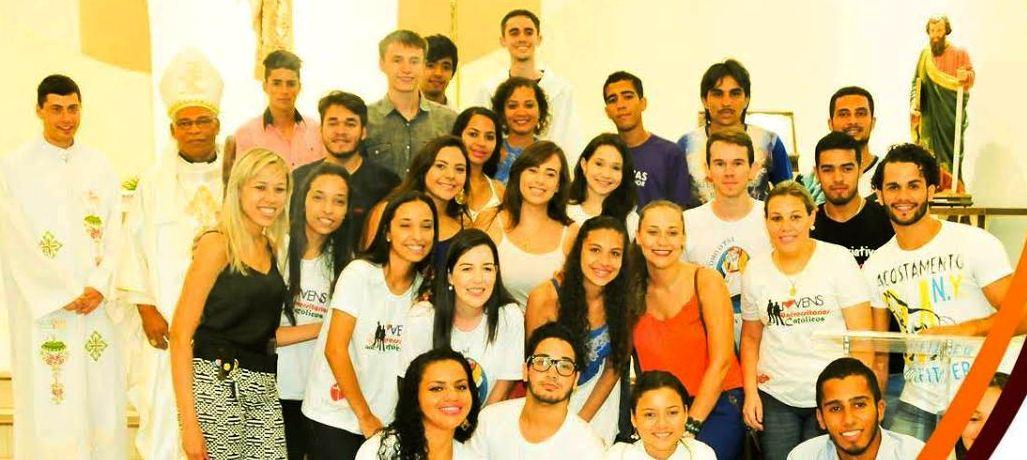 Happy hour marca 3º aniversário de grupo de universitários católicos, em Dourados (MS)
