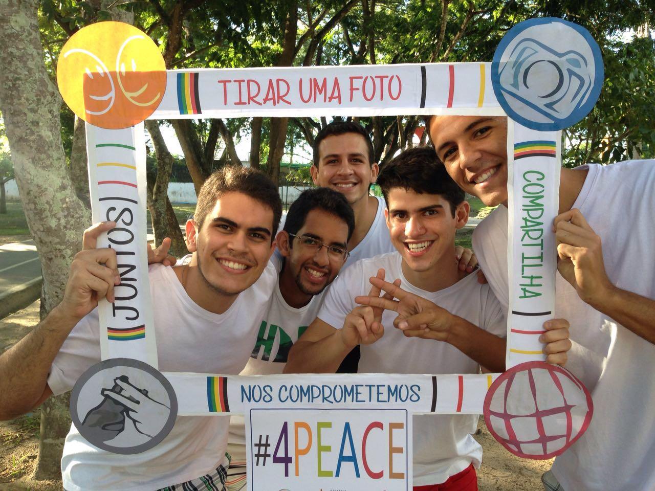 Jovens por um Mundo Unido realizam ações pela paz mundial