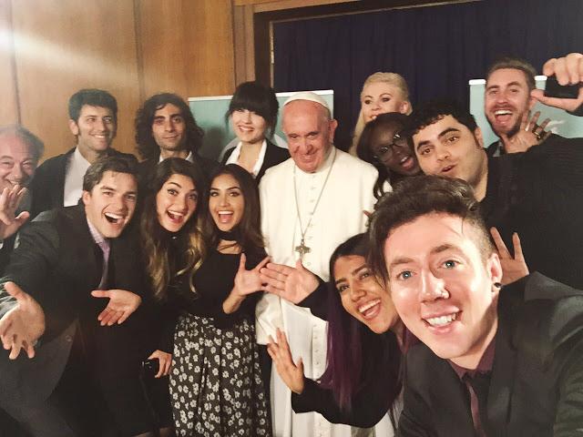 Youtubers têm encontro com o Papa Francisco – brasileiro esteve entre eles