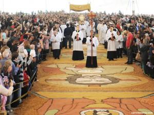 AIgreja celebra aFesta de Corpus Christi solenemente a instituição do Santíssimo Sacramento da Eucaristia. Foto: Wesley Almeida/Canção Nova.