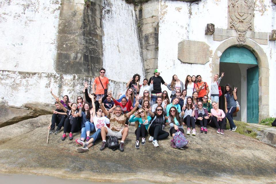 Alunos do Colégio Marista Paranaense mobilizam Ilha do Mel contra Aedes Aegypti