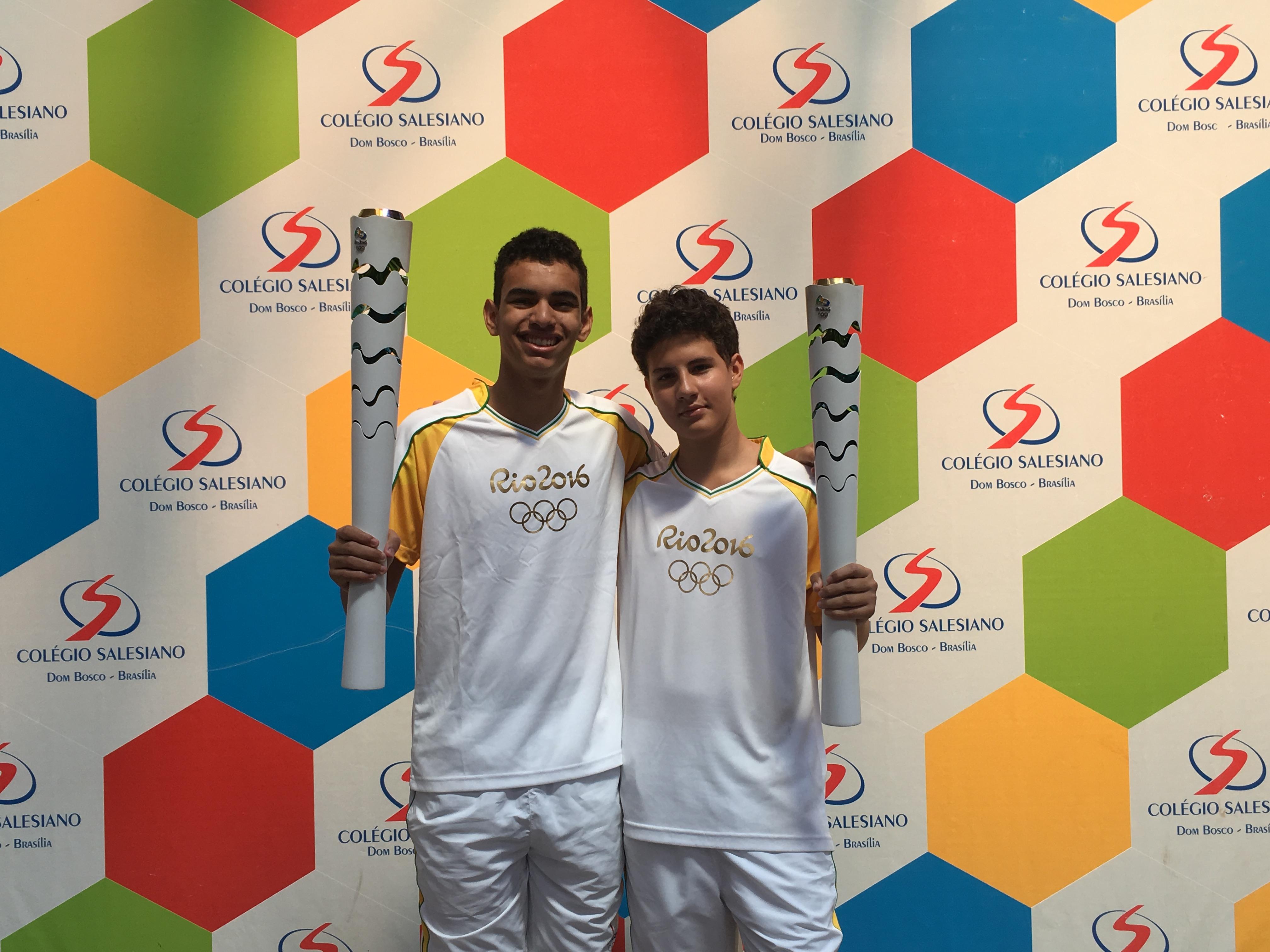 Alunos de escola salesiana de Brasília participam do revezamento da tocha olímpica
