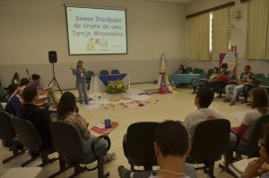 Jovens e adultos reunidos na VII Assembleia Nacional da Juventude Mariana Vicentina