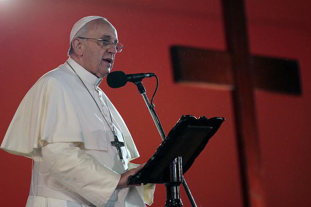 Papa Francisco responderá perguntas de jovens em livro
