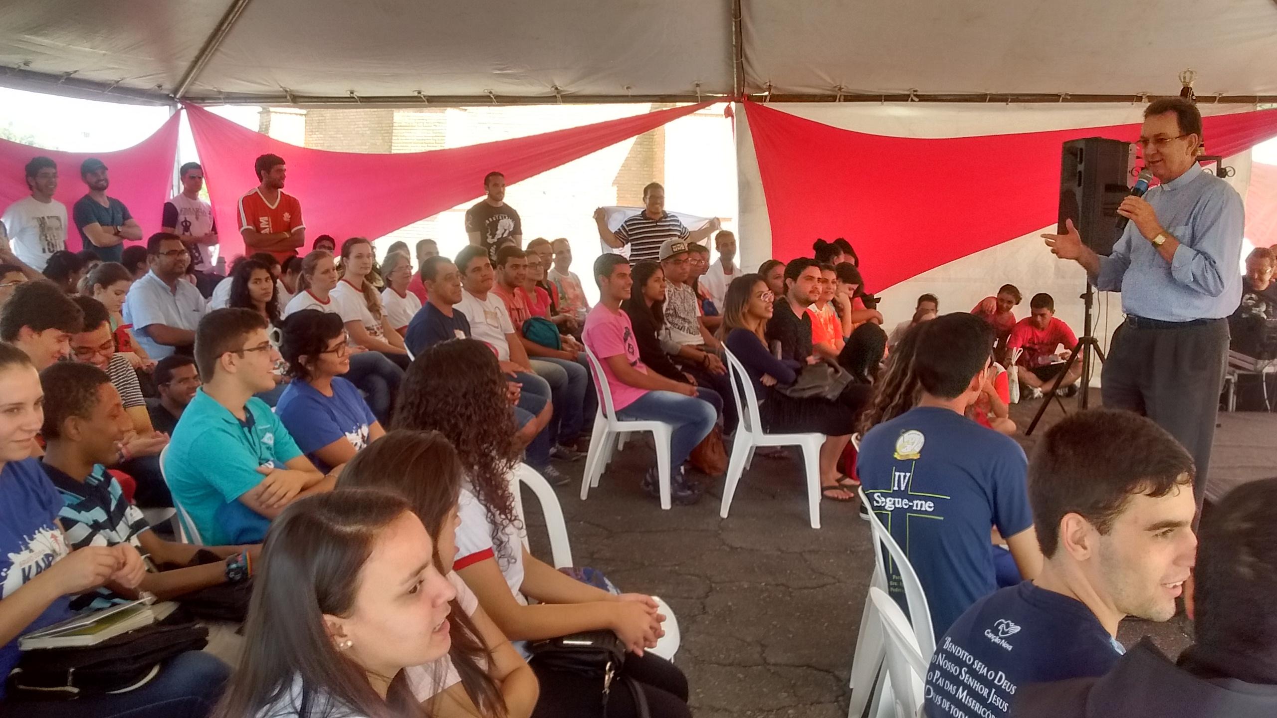 Dom Anuar Battisti na tenda de formação na Romaria da Juventude 2016 em Aparecida.