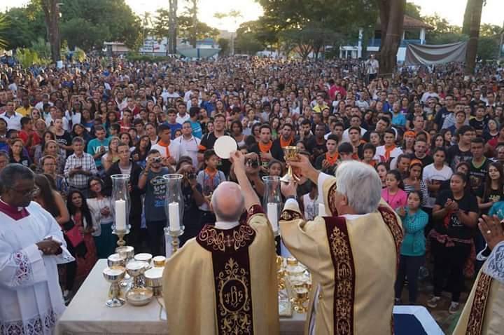 """""""Em tudo dai graças ao Senhor"""", diz o Pe. Rafael Romão celebrando a realização da JDJ 2016 em Franca"""