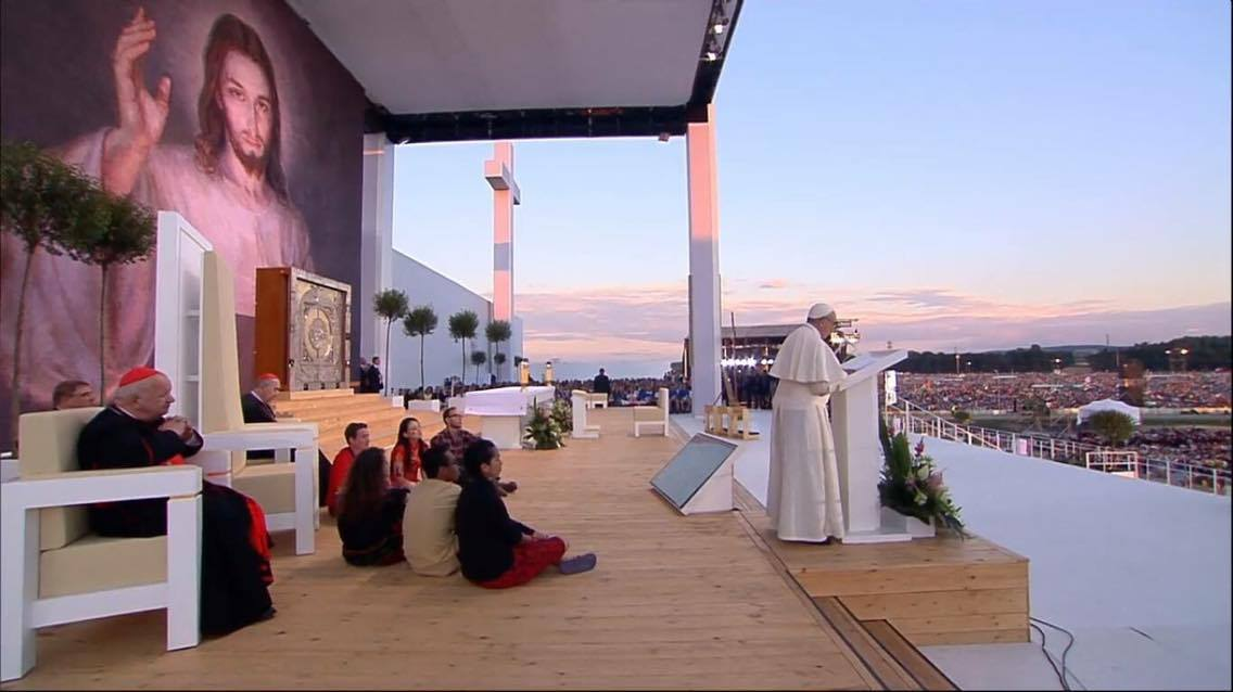 Papa aos jovens na vigília: Jesus te chama a deixar a sua marca na história
