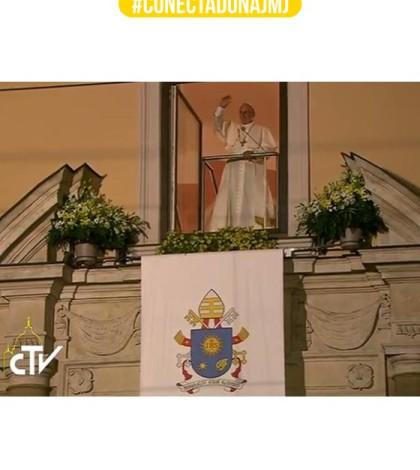 """Da """"janela papal"""", na residência dos bispos, Papa fala com os jovens / Foto: Reprodução CTV."""