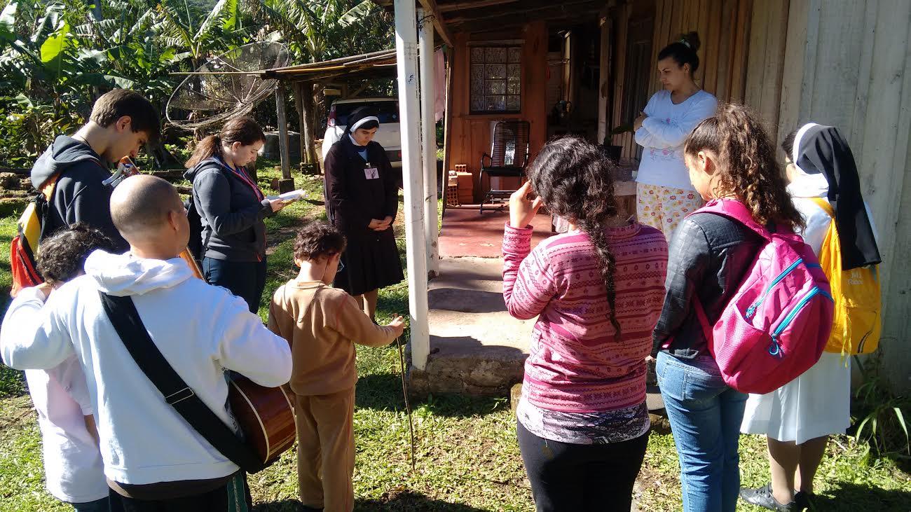 Pastoral juvenil Cleliana realiza missão no PR