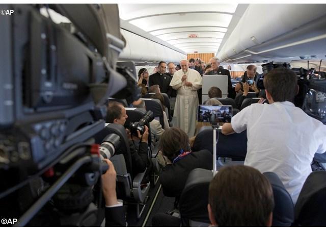 """Papa: jornalista é responsável pelo """"primeiro esboço da História"""""""
