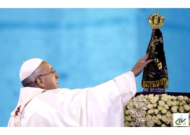 Papa Francisco abençoa monumento a Nossa Senhora Aparecida e reza pelo Brasil