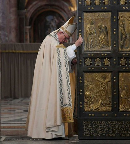 pope-francis-door