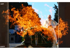 Papa reza diante chama eterna na Armênia - AFP