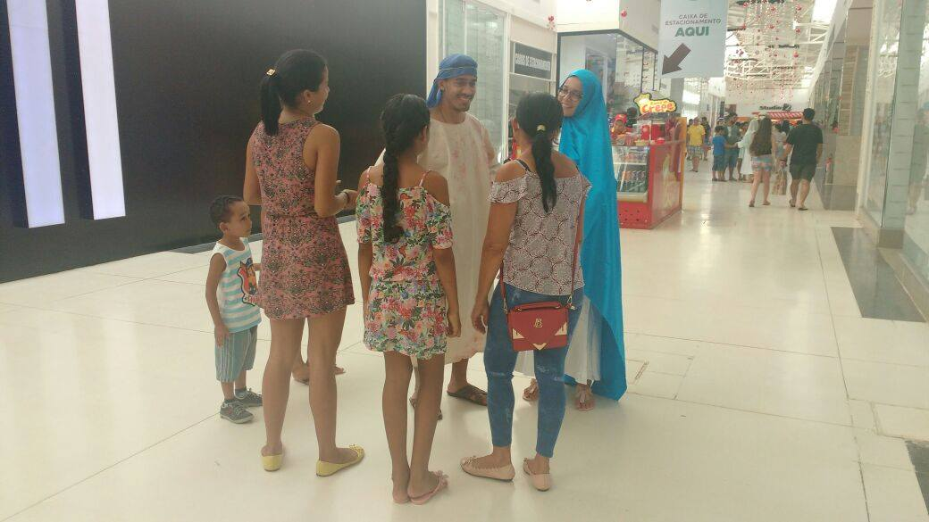 "No Acre, ""José e Maria""  visitam shopping na Véspera de Natal"
