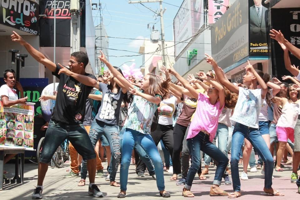 Setor Diocesano de Juventude realiza Flash Mob em Juazeiro - BA