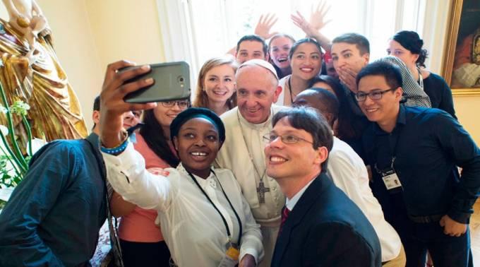 """O próximo Sínodo e a Igreja diante do """"enigma digital"""""""