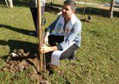 'Cuidado com a Casa Comum': jovens plantaram mudas próximo ao Rio Paraíba