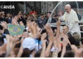 Papa aos jovens: vocês são a esperança da Igreja, participem do Sínodo #PopeASKS