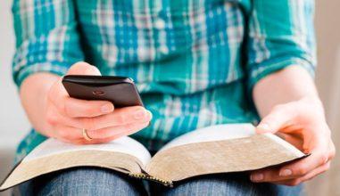 """Papa: """"A Bíblia como o celular, sempre conosco para lermos as mensagens"""""""
