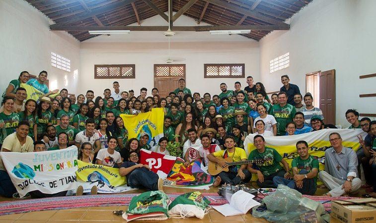 Alegres servidores do Amor no sertão do Ceará