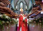 Com os jovens, Papa conclui viagem a Mianmar: coragem e alegria