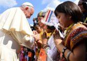 Acolhida colorida pelas crianças marca a chegada do Papa à Mianmar