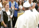 Papa: colonização ideológica impõe sistema educativo aos jovens