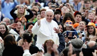 """Papa: """"Colocar a lei antes da relação com Deus não ajuda o caminho de fé"""""""