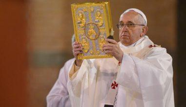 """Papa: """"Missa, uma escola de oração para os fiéis"""""""