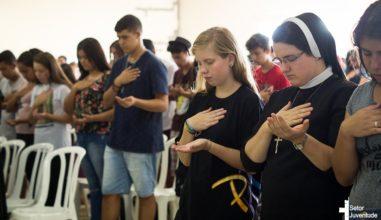 Jovens da Arquidiocese de Curitiba celebram a JDJ