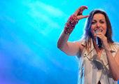 Show da cantora Adriana Arydes faz parte da programação da Romaria Nacional da Juventude