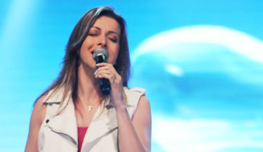 Show da cantora Adriana Arydes promete agitar a Romaria Nacional da Juventude