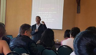 Setor Juventude da Arquidiocese de Curitiba promove palestra com psicólogo