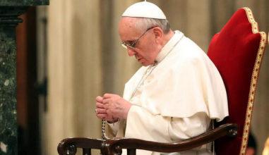 Papa faz apelo para que rezemos o Santo Rosário todos os dias