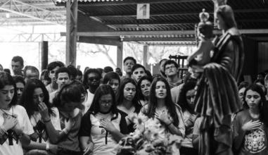 DNJ em Curitiba (PR)  reúne jovens em missão e celebração