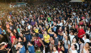 Hallel São Carlos reúne mais de 8 mil pessoas na Praça da Catedral